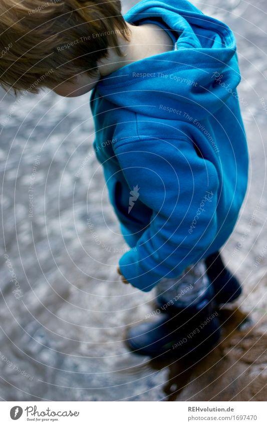 im Fluß Mensch maskulin Kind Kleinkind Junge 1 1-3 Jahre Umwelt Natur Flussufer Bach Gummistiefel Wasser entdecken Spielen stehen klein nass natürlich Freude