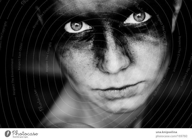 noir Schminke feminin Junge Frau Jugendliche Erwachsene Haut Kopf Gesicht Auge 1 Mensch 18-30 Jahre kämpfen Aggression bedrohlich dreckig dunkel rebellisch Wut