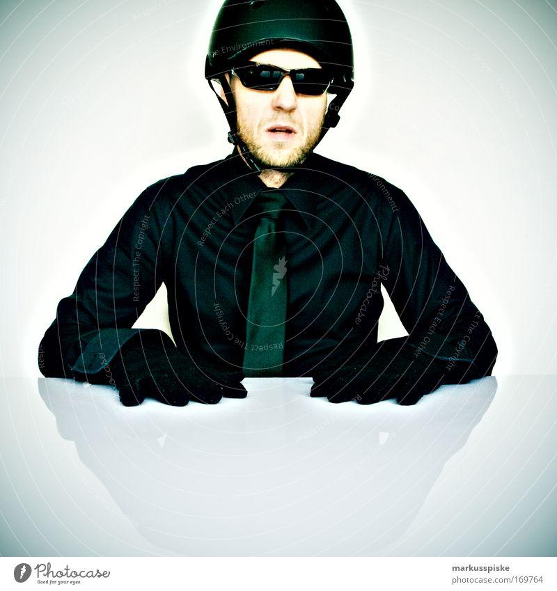 hut ab, helm auf Mensch Gesicht schwarz Kopf Stil Erwachsene Business Arme elegant Mode Nase ästhetisch maskulin Lifestyle Bekleidung Coolness
