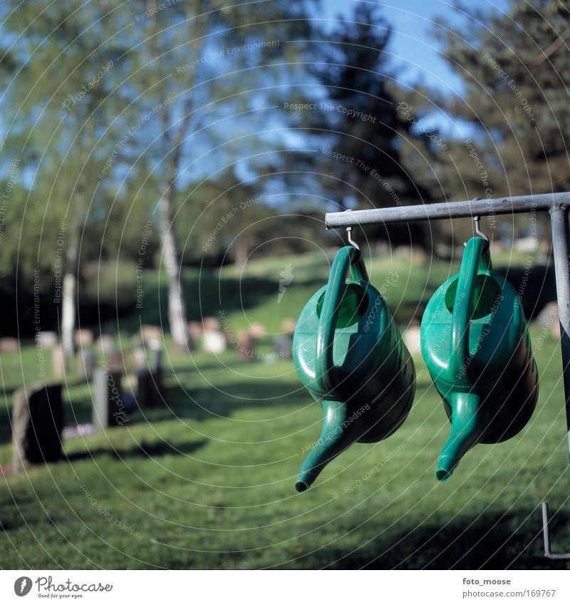 grün Sommer ruhig Tod Garten Zeit Zufriedenheit ästhetisch Kunststoff Gelassenheit hängen friedlich Gießkanne