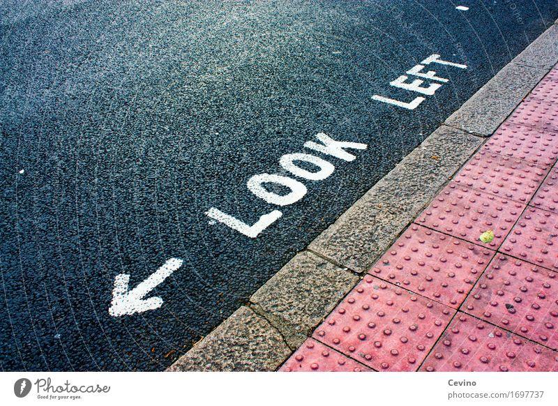 Look left London Großbritannien Europa Menschenleer Straßenverkehr Fußgänger Zeichen Schriftzeichen Schilder & Markierungen Hinweisschild Warnschild