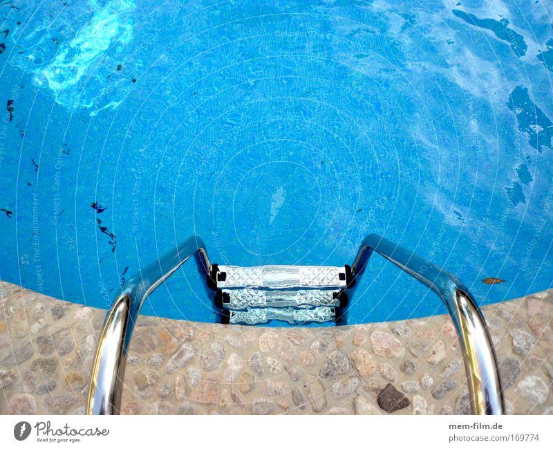 los, trau dich! Schwimmbad blau Wasser Leiter Schwimmleiter Kühlung kalt kühlen