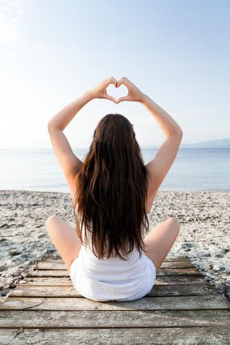 Am Strand Mensch Ferien & Urlaub & Reisen Jugendliche Sommer Junge Frau Meer Erholung ruhig feminin Lifestyle Gesundheit Haare & Frisuren Zufriedenheit