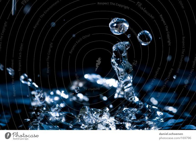 Wunderlehofbrunnen 4 Natur Wasser blau schwarz Bewegung Wassertropfen rein Flüssigkeit Qualität
