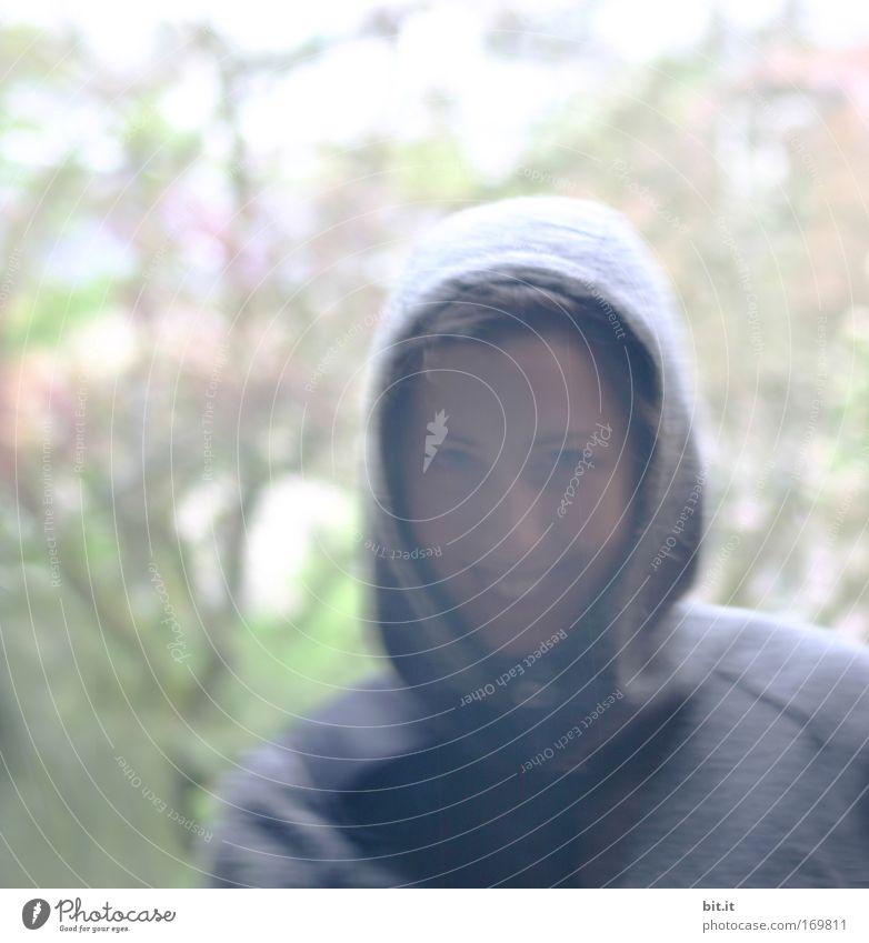 SUNSHINE IN THE RAIN Farbfoto Außenaufnahme Profil Blick in die Kamera Blick nach vorn feminin Junge Frau Jugendliche Erwachsene Kopf Gesicht Nase Mund Lippen