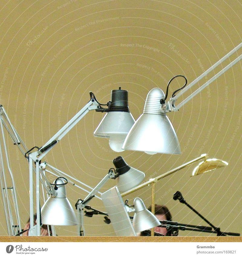 Warten auf Erleuchtung gelb Büro braun Metall gold durcheinander ratlos