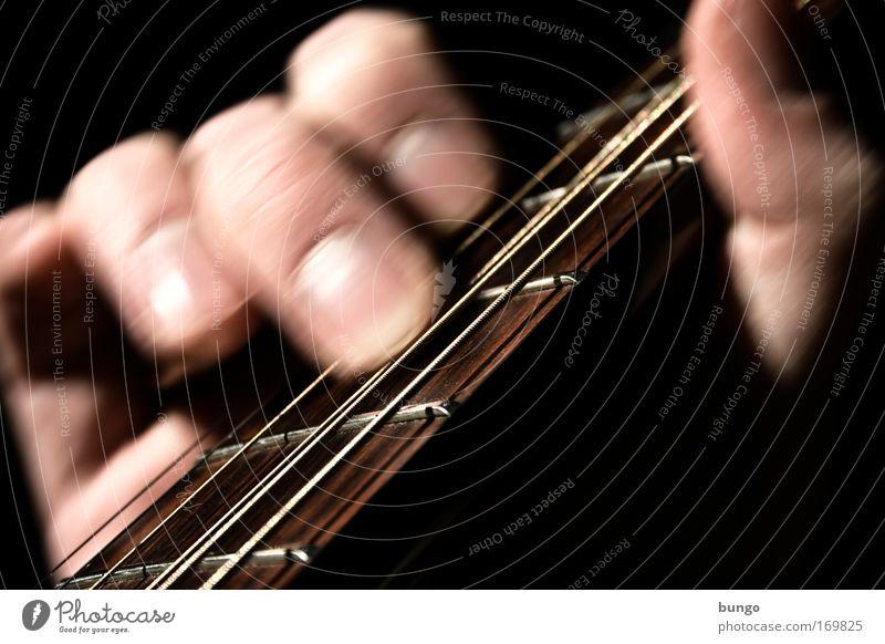lapsus Mann Hand Spielen Holz Bewegung Erwachsene Musik Kunst Freizeit & Hobby Haut Finger Kultur Gitarre greifen Musikinstrument Klang