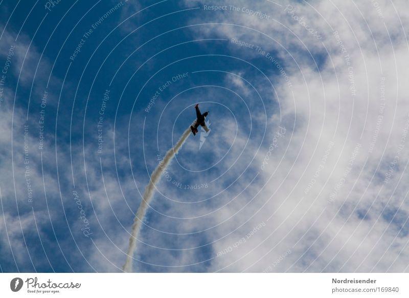 Kunstflug Farbfoto Außenaufnahme Menschenleer Tag Kontrast Silhouette Lifestyle elegant Motorsport Karriere Erfolg Künstler Luft Himmel Wolken Schönes Wetter