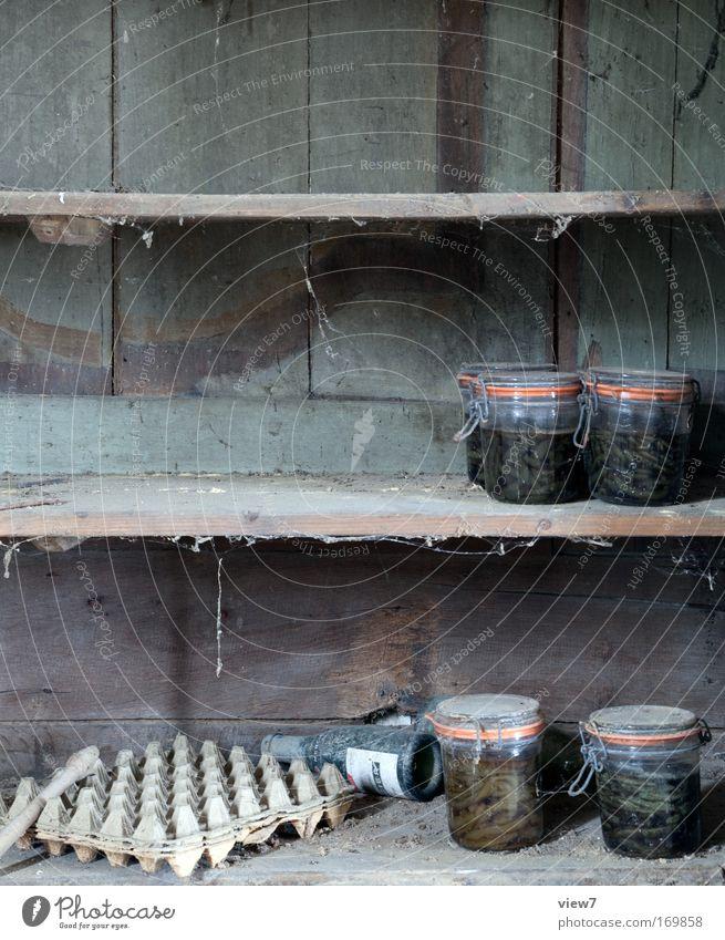 Vorrat alt Einsamkeit dunkel Tod Holz Traurigkeit Innenarchitektur Zeit braun Raum Glas natürlich Lebensmittel dreckig Zukunft Häusliches Leben