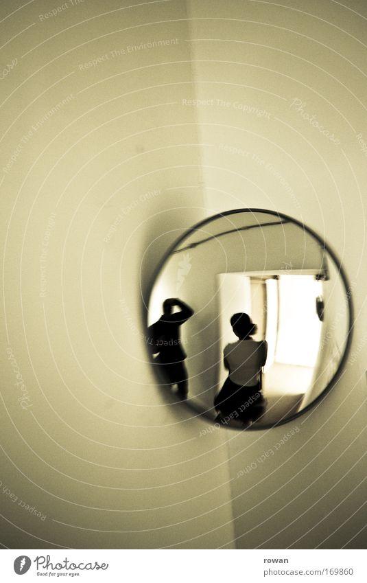 spiegelbild Gedeckte Farben Innenaufnahme Textfreiraum links Textfreiraum oben Mensch 2 Spiegel Spiegelbild bizarr Fotografieren Ecke rund Paar