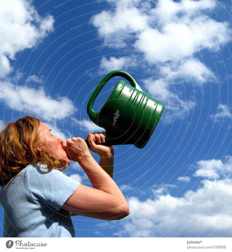 Himmlische Töne Mensch Frau Himmel Natur Jugendliche blau weiß grün schön Sommer Freude Wolken Erwachsene Leben feminin Bewegung