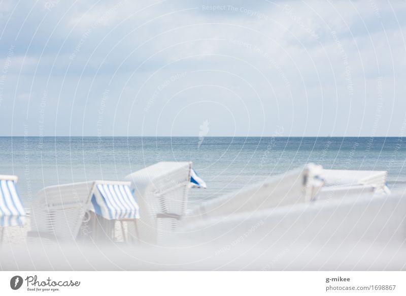 Strandkörbe an der Ostsee Wasser Sommer Schwimmen & Baden entdecken Erholung hell ruhig blau Strandkorb Ferien & Urlaub & Reisen Meer Reisefotografie Rügen