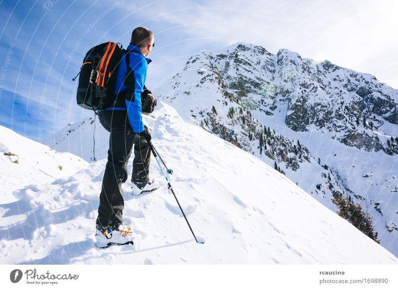 Mensch Himmel Natur Ferien & Urlaub & Reisen Mann blau weiß Landschaft Einsamkeit Freude Winter Berge u. Gebirge Erwachsene Wege & Pfade Sport Schnee