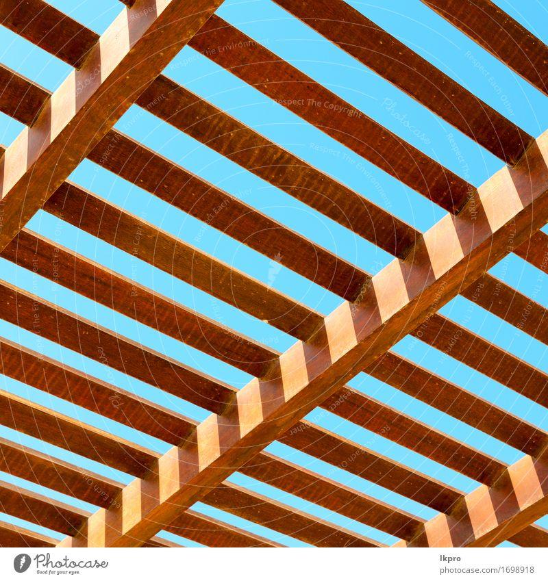 Dach in der Nähe von Himmel Hintergrund Stil Design Haus Natur Gebäude Holz Linie authentisch groß neu grau schwarz weiß Ergänzung Winkel Balken errichten