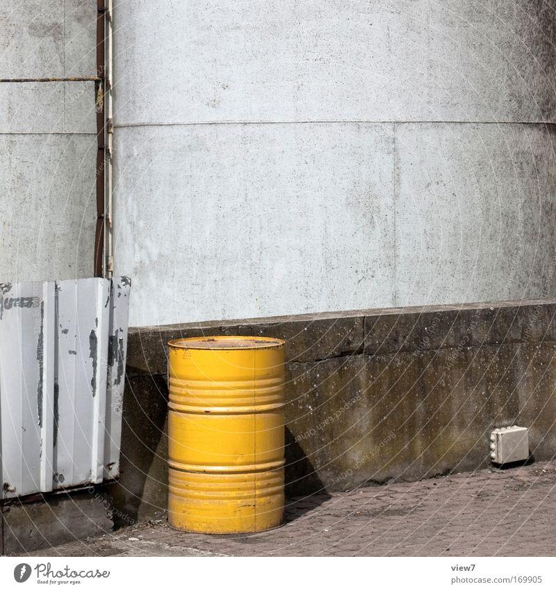 Treibstoff alt Haus Stein Metall Fassade ästhetisch Energiewirtschaft Kreis Sicherheit Baustelle Güterverkehr & Logistik Fabrik Umzug (Wohnungswechsel) Handwerk