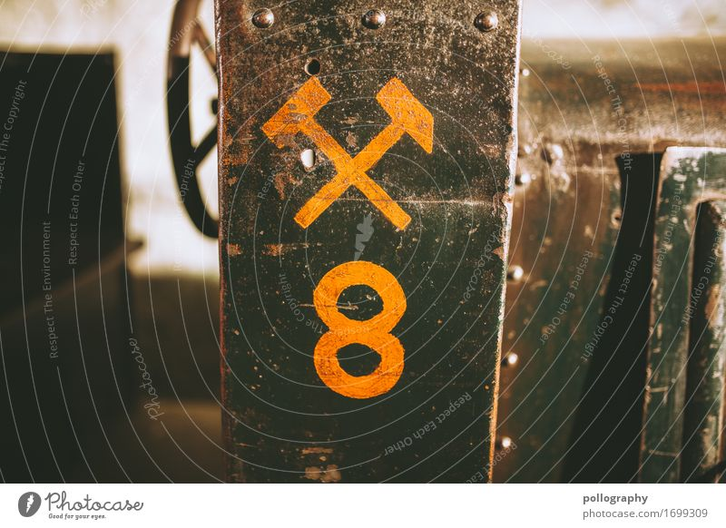 detail Beton Metall Zeichen Ziffern & Zahlen Graffiti fest braun gelb Farbfoto Außenaufnahme Menschenleer Textfreiraum links Textfreiraum rechts