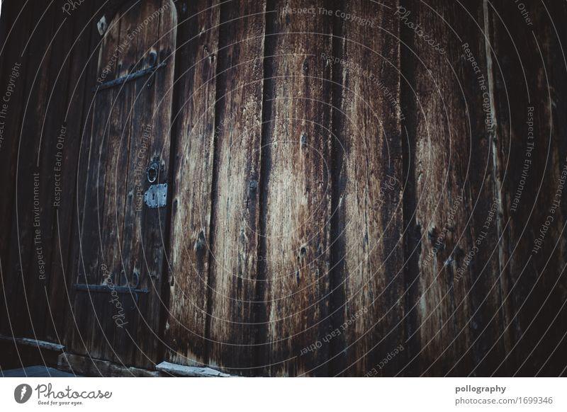 door I Kunst Fassade Tür Holz Metall authentisch bedrohlich gigantisch gruselig braun grau Gefühle Interesse Traurigkeit Trauer Angst Frustration Verbitterung