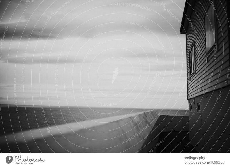 bw Haus Wolken Einsamkeit Wand Gefühle Mauer Fassade Angst Buch gefährlich Zukunftsangst Sehnsucht Dorf Fernweh Wut Krankheit