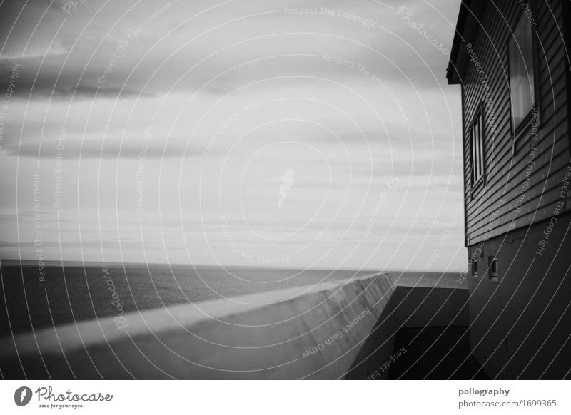bw Krankheit Zeitung Zeitschrift Buch Bibliothek Wolken Dorf Haus Hütte Mauer Wand Fassade Gefühle Mitgefühl Gastfreundschaft Sehnsucht Heimweh Fernweh