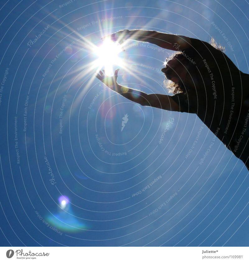 CATCH the sun II Frau Mensch Himmel Sonne Sommer Freude Erwachsene Leben Wärme Luft Wetter Zufriedenheit Kraft maskulin Fröhlichkeit Macht