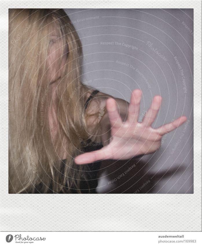 Stop ( In The Name Of Love) Mensch Frau Jugendliche Hand schwarz Erwachsene feminin Bewegung Haare & Frisuren Junge Frau grau Kopf blond 18-30 Jahre gold Arme