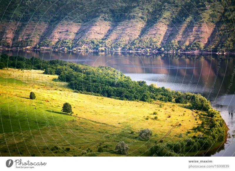 Sonniger Morgen des Sommers auf dem Fluss in der Schlucht Lifestyle Ferien & Urlaub & Reisen Sonne Natur Landschaft Wasser Schönes Wetter Baum Wiese Wald Hügel