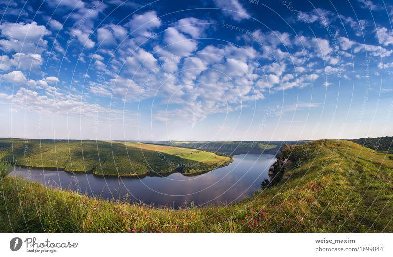 Sonniger Morgen des Sommers auf dem Fluss in der Schlucht Himmel Natur Ferien & Urlaub & Reisen schön Wasser Sonne Baum Blume Landschaft Wolken Wald Umwelt