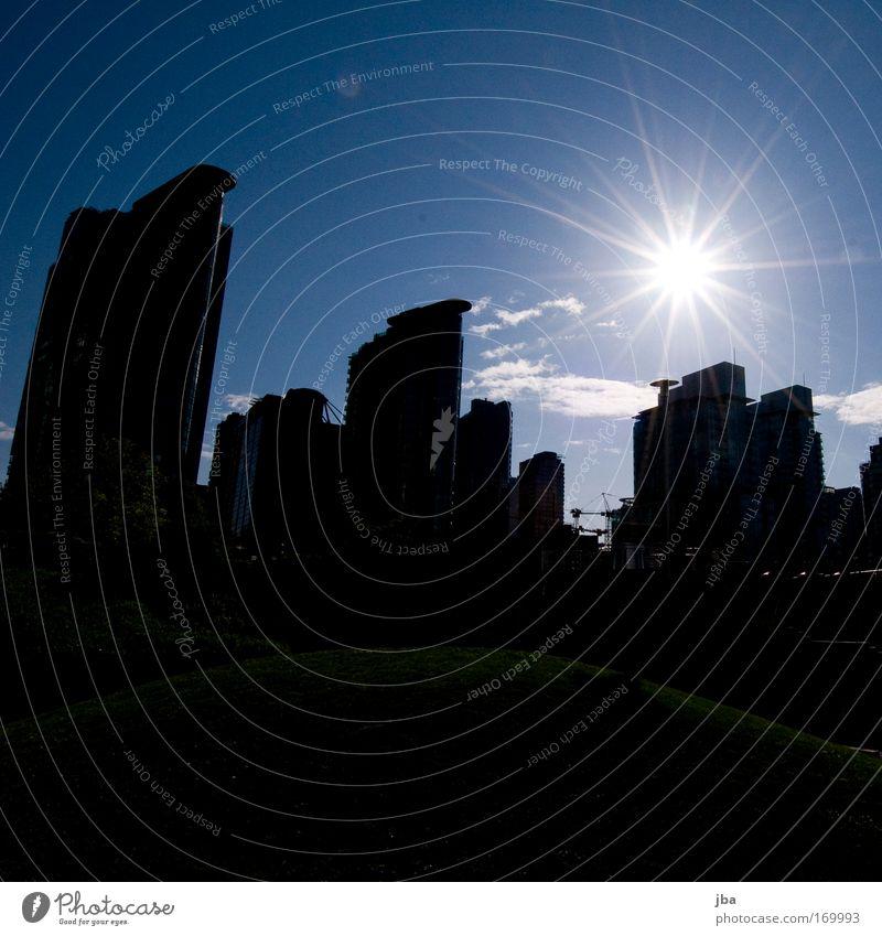 Kontrast Farbfoto Außenaufnahme Menschenleer Textfreiraum oben Textfreiraum unten Abend Licht Silhouette Sonnenlicht Sonnenstrahlen Gegenlicht Weitwinkel