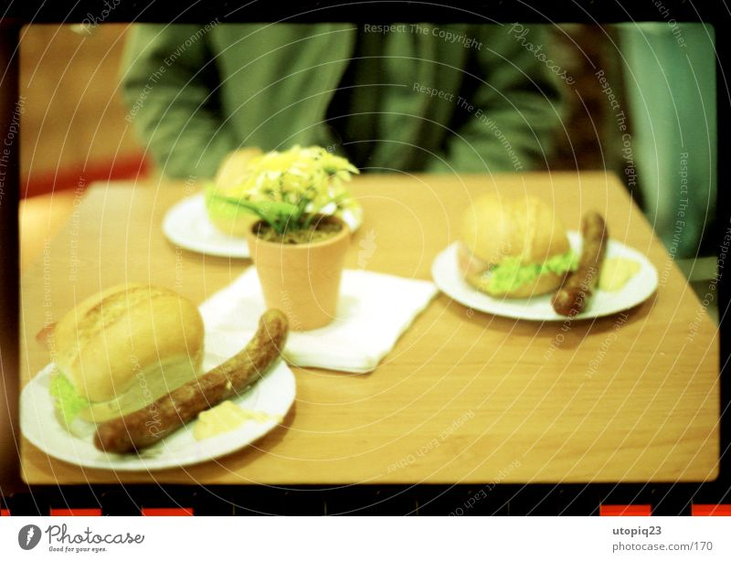 Bratwurstkränzchen Lebensmittel Wurstwaren Salat Salatbeilage Brötchen Ernährung Mittagessen Kaffeetrinken Büffet Brunch Festessen Geschäftsessen Picknick