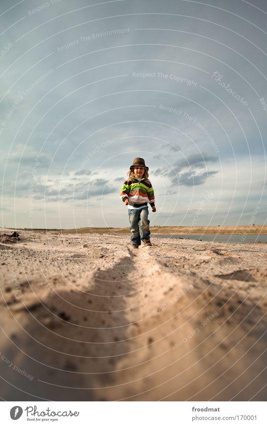 spurnase Mensch Kind Himmel Strand Wolken Junge Bewegung Wege & Pfade Sand Glück Kindheit Zufriedenheit gehen laufen maskulin Fröhlichkeit