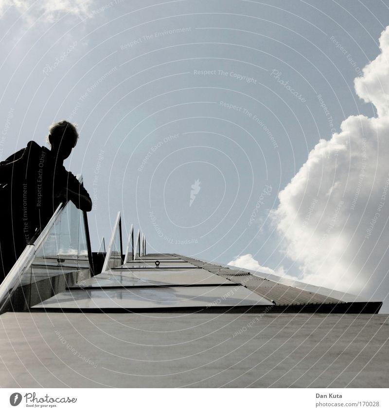 Wot time. is it? Mensch maskulin Mann Erwachsene 1 Bankgebäude Bauwerk Gebäude Architektur Mauer Wand Treppe Fassade Balkon Terrasse Treppengeländer