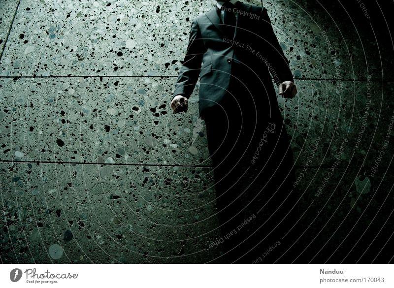 dark side of business Mensch Mann Einsamkeit Erwachsene kalt dunkel Wand Gefühle Traurigkeit Mauer Arbeit & Erwerbstätigkeit Angst maskulin Erfolg Macht bedrohlich