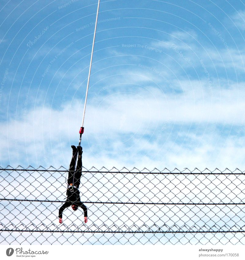 """""""Ridiculous Ways To Waste 50€"""" - Part 1 Mensch Himmel blau Wolken schwarz Erwachsene Sport Bewegung springen fliegen maskulin frei Seil außergewöhnlich"""