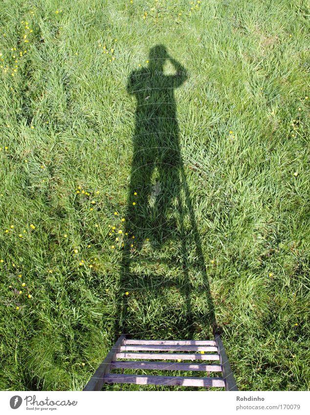 Weitblick Mensch Natur grün schwarz Erwachsene Ferne Umwelt Wiese Wärme Frühling Gras Garten Park Arbeit & Erwerbstätigkeit hoch stehen