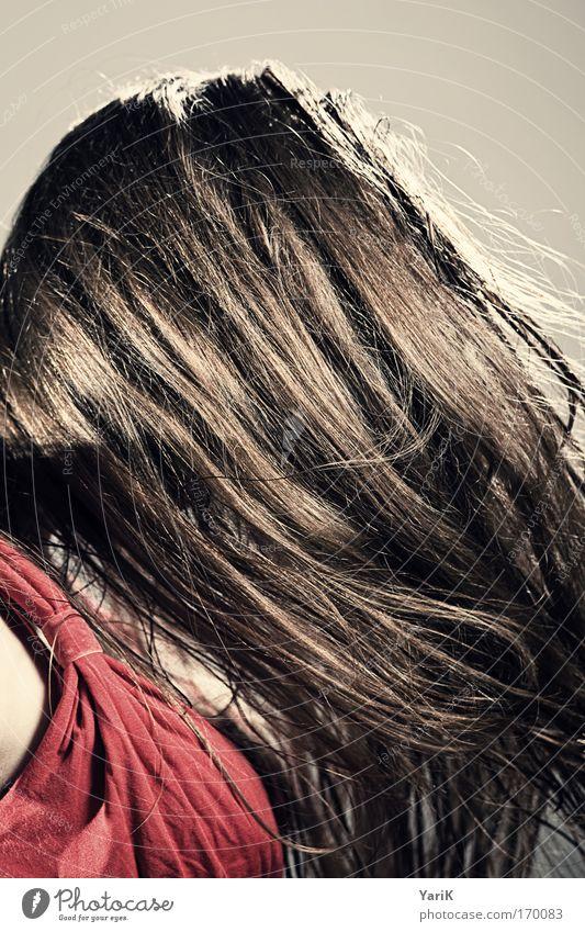 haarpracht Farbfoto Gedeckte Farben Studioaufnahme Blitzlichtaufnahme Profil Blick nach unten Tanzen feminin Junge Frau Jugendliche Erwachsene Kopf