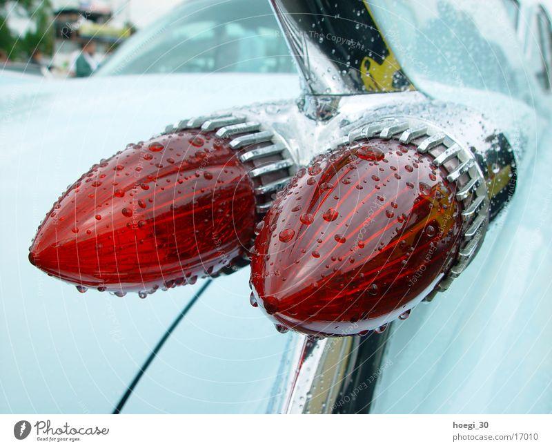 Flossen hoch USA rot türkis Rücklicht Verkehr PKW Ami Car blau Schwimmhilfe
