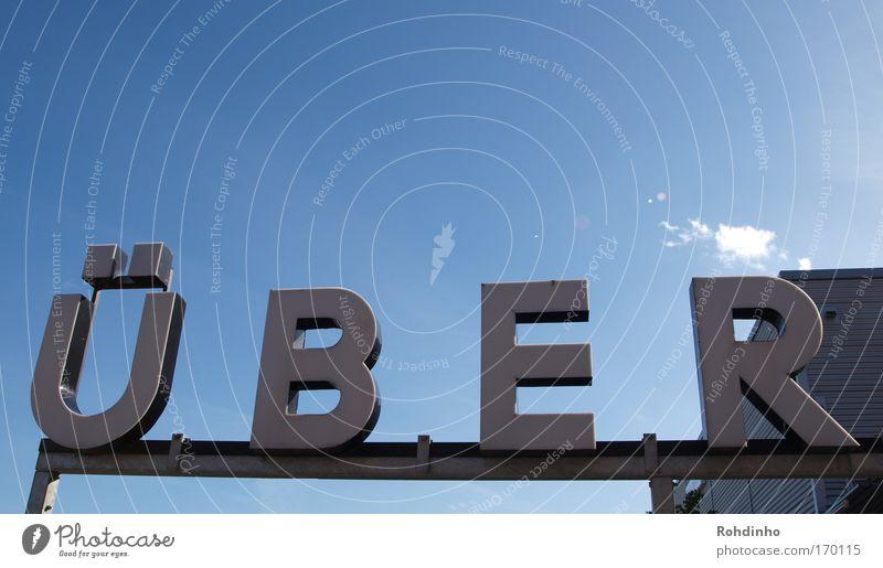 und überhaupt: übe das R Himmel blau Farbe ruhig grau Denken Metall Business Schilder & Markierungen modern Tourismus Schriftzeichen beobachten einfach Hafen Zeichen