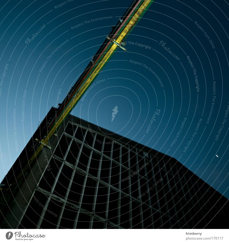 keep connected Haus dunkel Fenster Wand Architektur Gebäude Mauer Fassade groß Energiewirtschaft Elektrizität außergewöhnlich Kabel Baustelle Technik & Technologie