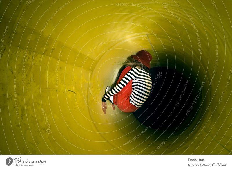 abhängen 2001 Farbfoto mehrfarbig Innenaufnahme Textfreiraum oben Nacht Kunstlicht Langzeitbelichtung Ganzkörperaufnahme Wegsehen Mensch feminin Junge Frau