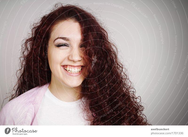 weiblicher Teenager lacht Freude schön Haare & Frisuren Gesicht Mensch feminin Mädchen Junge Frau Jugendliche Erwachsene 1 13-18 Jahre brünett rothaarig
