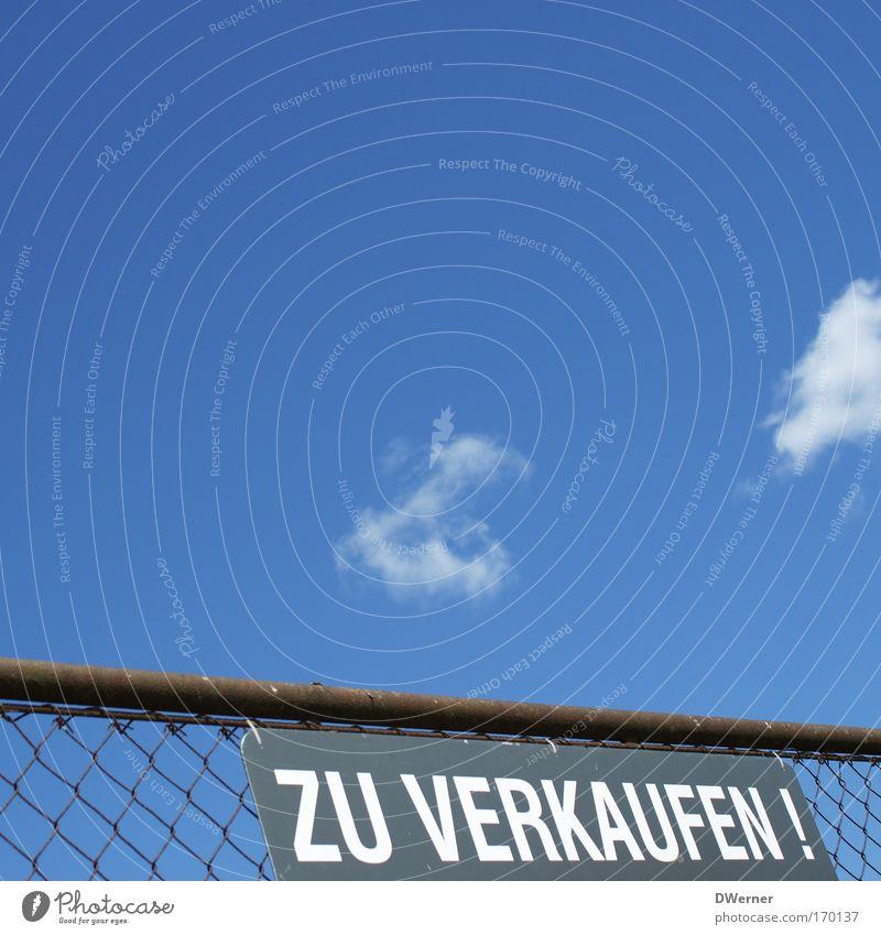 Finanzkrise beim Maschendrahtzaun angekommen! Himmel Haus Metall Wohnung Schilder & Markierungen bedrohlich Baustelle Häusliches Leben Bikini