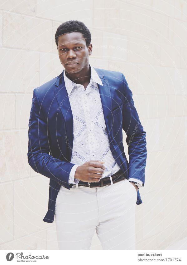 Model: Felix Klundt Mensch Jugendliche Mann Junger Mann 18-30 Jahre schwarz Erwachsene Lifestyle Stil maskulin elegant Bekleidung Coolness Hose