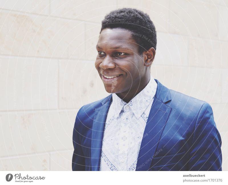 Model: Felix Klundt Mensch Jugendliche Mann Junger Mann 18-30 Jahre schwarz Erwachsene Lifestyle maskulin Fröhlichkeit Lächeln Freundlichkeit Jacke Anzug