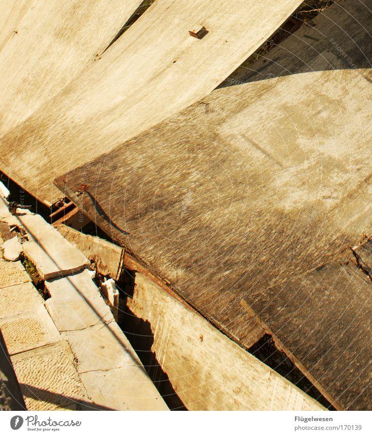 Betonarchitektur vom feinsten! alt Architektur Stein Fassade Häusliches Leben kaputt Baustelle Ende Ruine bizarr Platzangst bauen Handwerker Renovieren hässlich