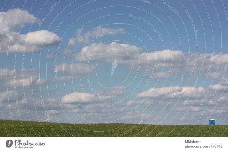 HerzHäuschen Menschenleer Tag Landschaft Himmel Wolken Gras Wiese entdecken Erholung blau grün Toilette Miettoilette Doppelpack Spaziergang ich muss mal