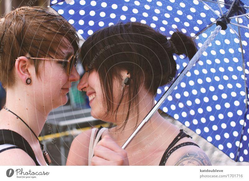 i wanne be adored Mensch feminin androgyn Homosexualität berühren Lächeln Liebe authentisch Coolness frei Freundlichkeit Fröhlichkeit Glück nah Zufriedenheit