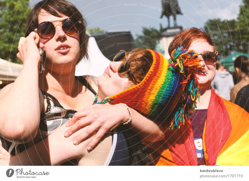 gay day 2 feminin androgyn Homosexualität Küssen Lächeln lachen frei Freundlichkeit Coolness Akzeptanz Geborgenheit Sympathie Freundschaft Zusammensein