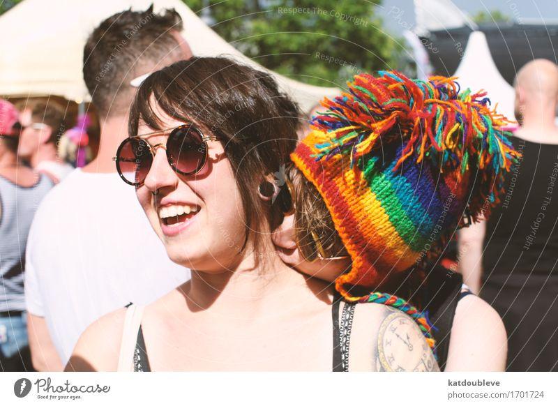 Love is here to stay Mensch feminin androgyn Homosexualität Küssen Lächeln lachen Liebe Coolness frei Glück kuschlig Freude Zufriedenheit Lebensfreude