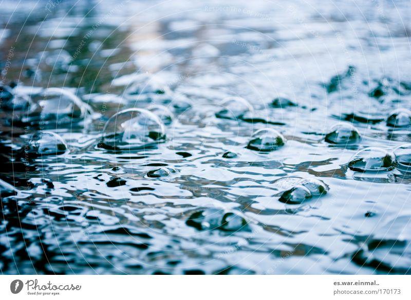 seifenblasen. Natur blau Wasser Erholung Umwelt kalt See Luft träumen Stimmung nass Schwimmbad Fluss Blase Teich Wasseroberfläche