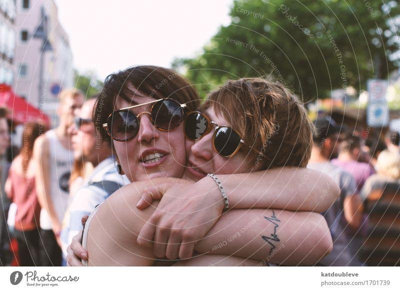 Purple Love Mensch feminin Homosexualität Liebe Umarmen Coolness frei Zusammensein Glück kuschlig Verliebtheit Respekt Partnerschaft Fortschritt Gerechtigkeit
